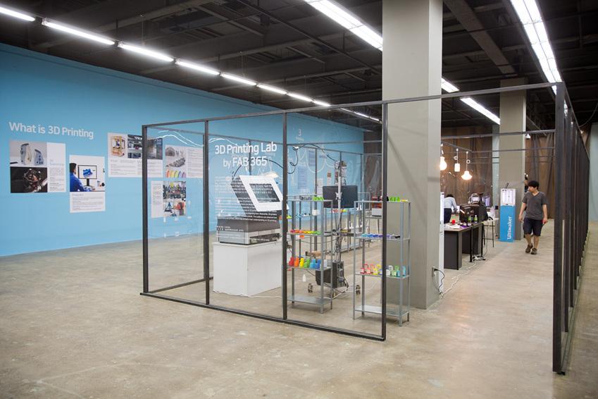 ▲ 3D 프린팅 작업실에서 3D 프린팅 작업 프로세스를 살펴볼 수 있다