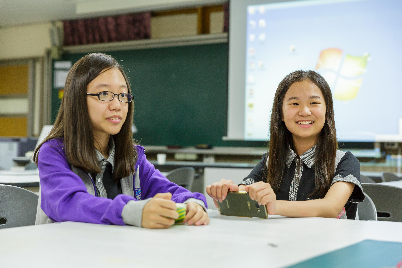 ▲ (왼쪽부터) TRIZ 발명교실에 참여한 망포중학교의 이시원 학생과 최영채 학생