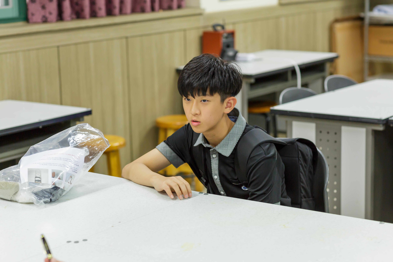 ▲ TRIZ 발명교실에 참여한 망포중학교 김형원 학생