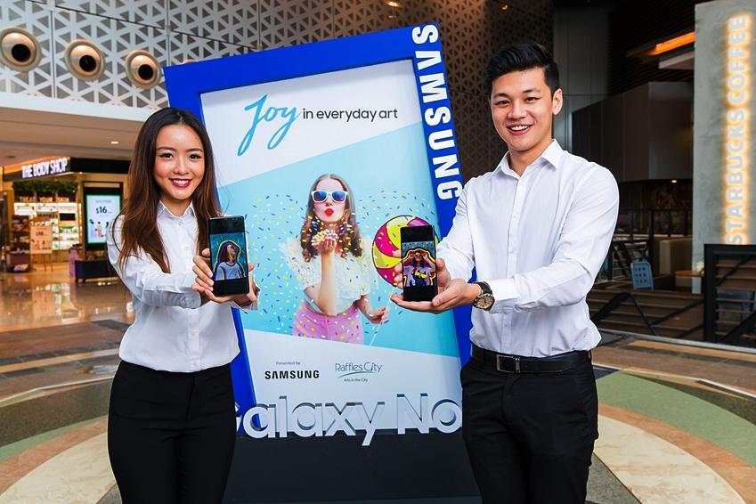 싱가포르에서 갤럭시 노트8을 활용한 디지털 아트 작품들을 선보이는 전시회