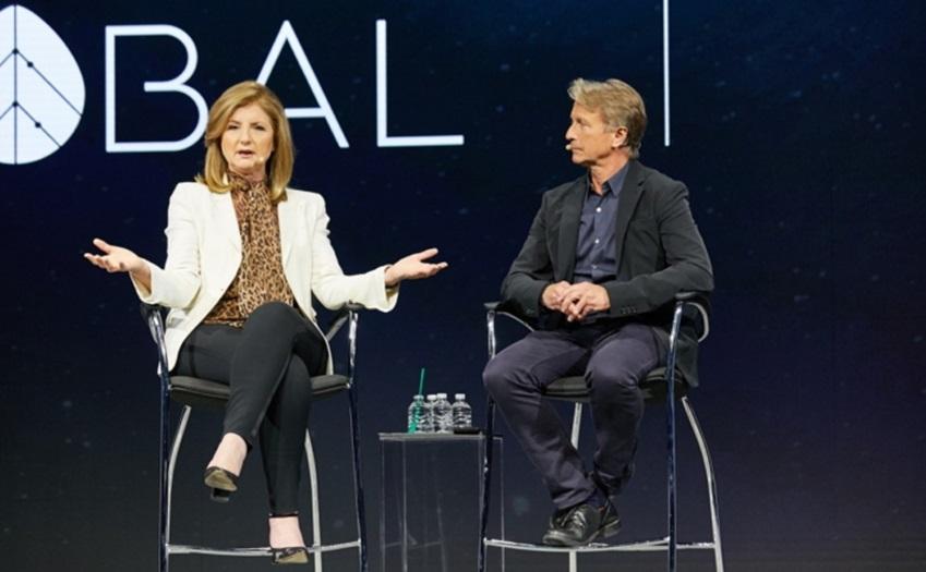스라이브 글로벌 설립자이자 CEO인 아리아나 허핑턴(Arianna Huffington)와 삼성전자 미국법인 CMO 마크 매튜(Marc Mathieu)의 모습