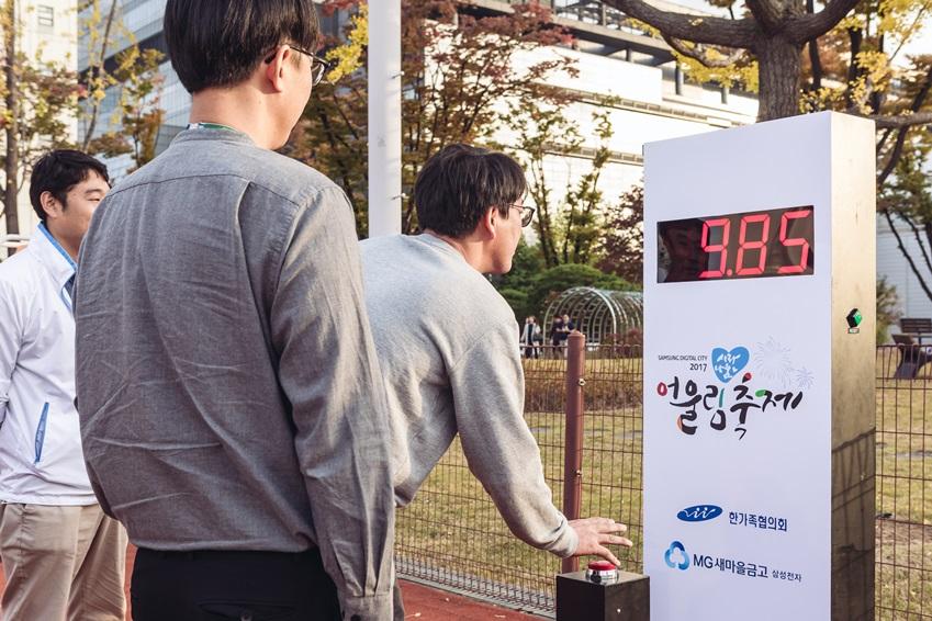 ▲ 정확히 10초에 맞춰 버튼을 누르면 승리할 수 있는 '10초를 잡아라' 게임. 해보면 알게 된다. 보고 누르면 늦고, 늦었다고 생각될 때는 정말 늦은 거다