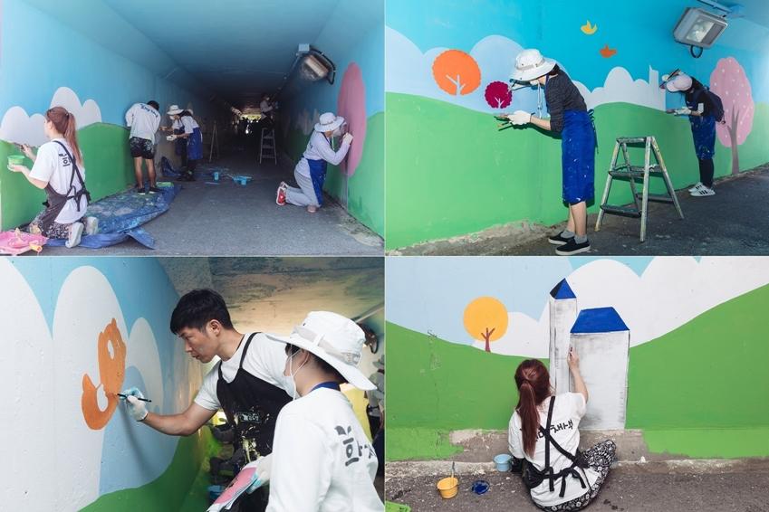 벽화 작업하는 모습