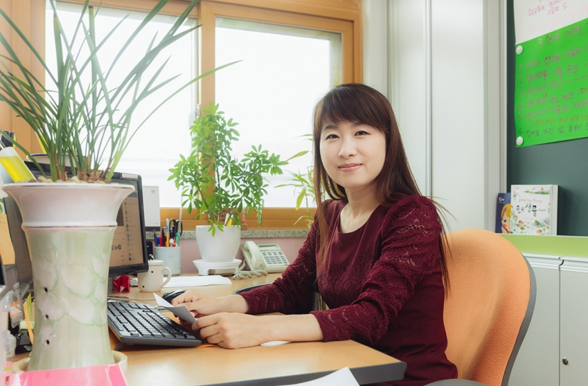 ▲귀둔초 6학년 담임을 맡은 김미영 선생님은 학생들이 더욱 좋은 환경에서 교육을 받는 기회를 주기 위해 스마트 스쿨 선정에 큰 노력을 기울였다