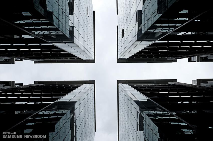 대칭 구조를 보여주는 건물