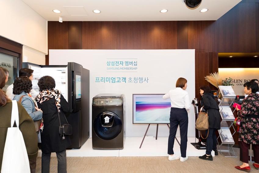 또한 행사장에는 '셰프컬렉션 포슬린', '더 프레임' , '플렉스워시', '파워건' 등 최신 프리미엄 제품이 전시되어 고객들이 제품을 체험하는 기회를 가질 수 있었다. 고객들은 당사 제품의 혁신 기능에 관심을 보였다.