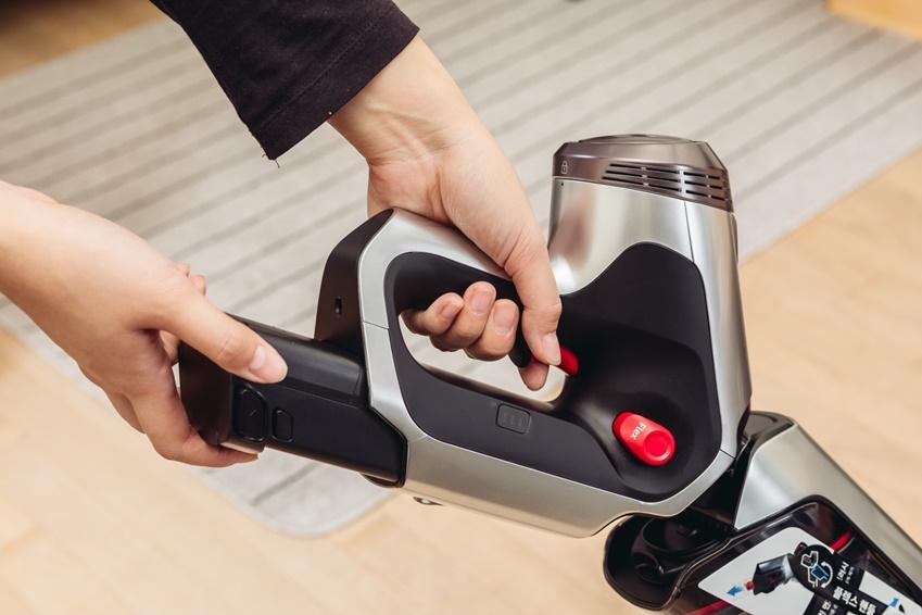 ▲파워건은 찰탁식 32.4V 대용량 배터리 팩으로 40분, 배터리 한 번 교체로 최대 80분까지 사용 가능하다