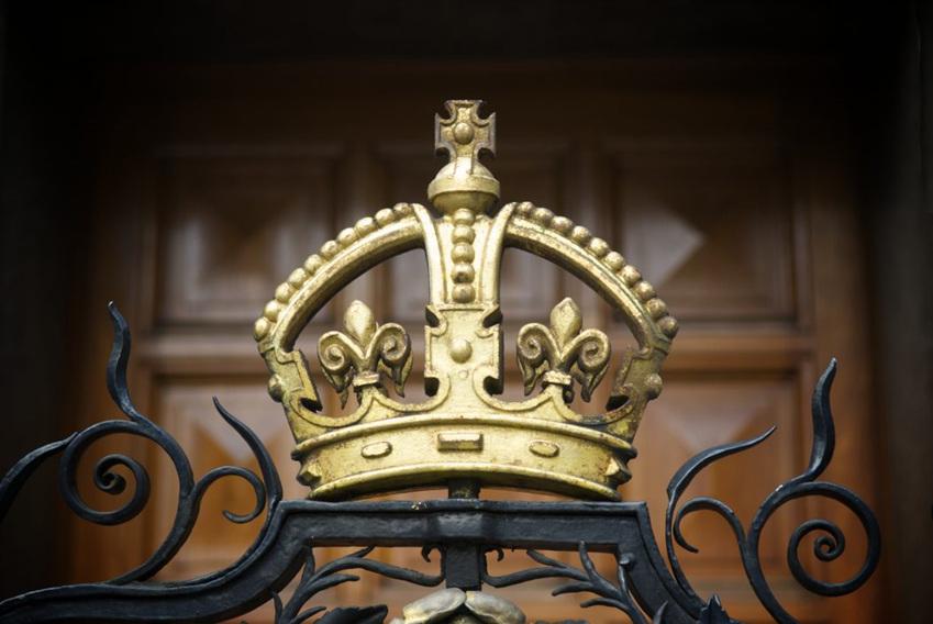 TV 드라마 '더 크라운(The Crown)'은 1억3천만 달러라는 제작비 신기록을 세웠다