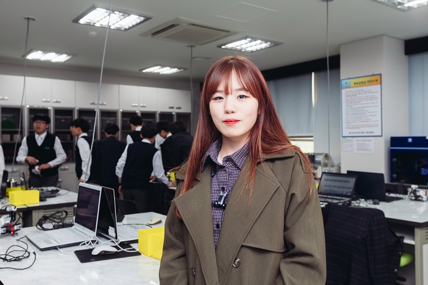 ▲ 박정희 님(삼성전자 볼런테인먼트 재능 봉사팀, 로봇 꿈나무 교실)