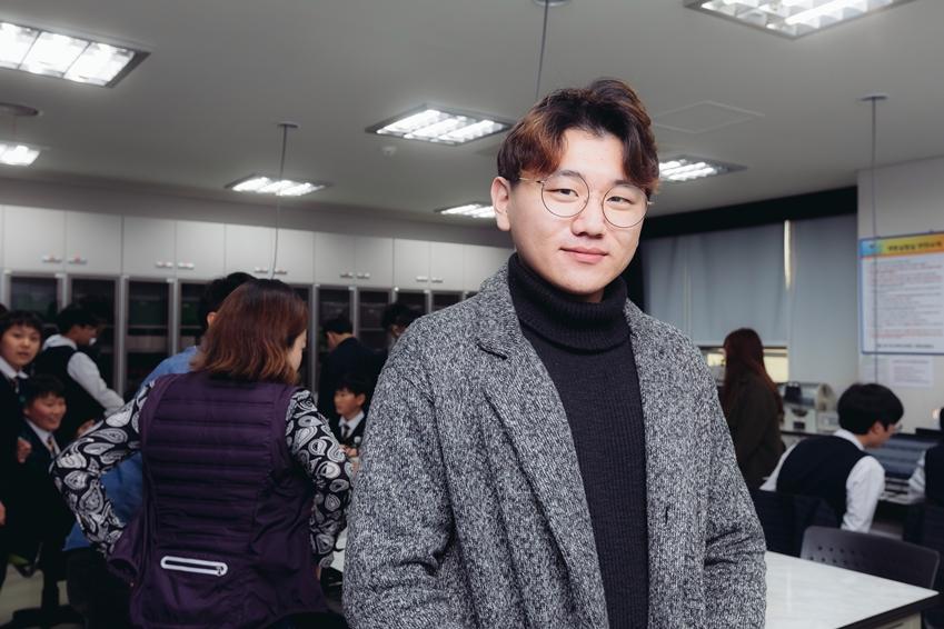 ▲ 이무창 님(삼성전자 볼런테인먼트 재능 봉사팀, 로봇 꿈나무 교실)