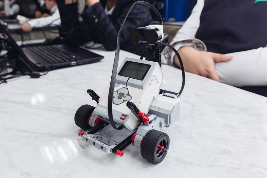 로봇 꿈나무 교실에서 사용한 Mindstorm EV3 로봇 키트