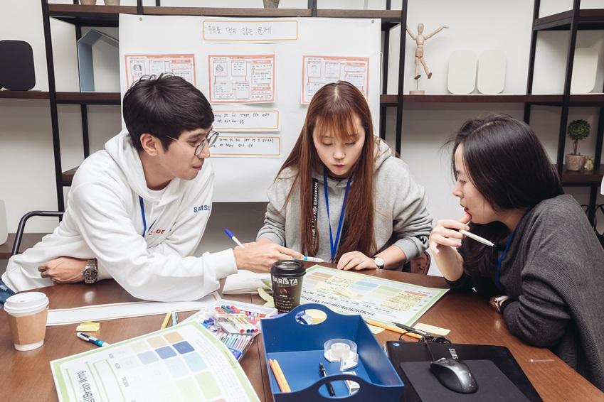 ▲S서포터즈 팀의 미래 교육 모델을 체험한 이하영 선생님