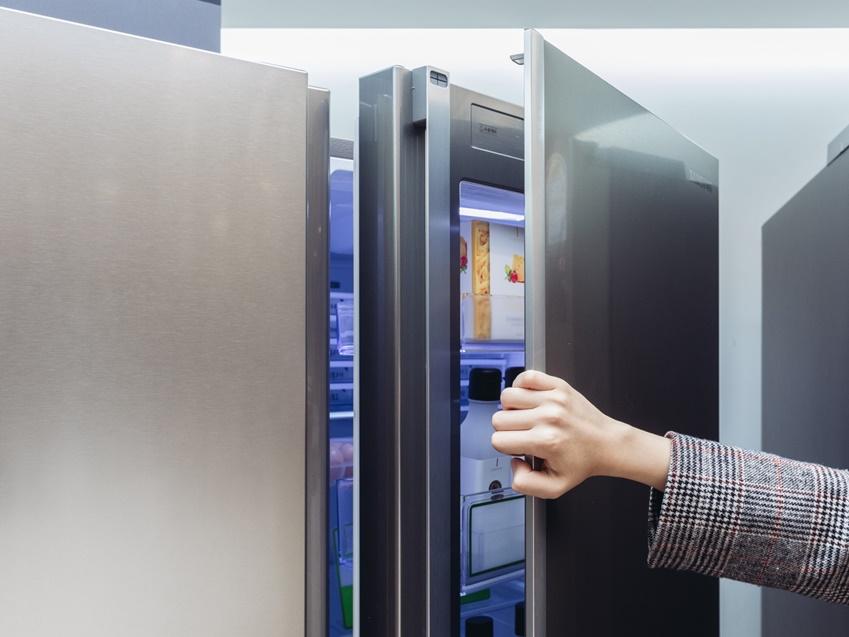 ▲H9000 냉장실 도어에 쇼케이스 도어를 상단과 하단에 추가해 5도어를 완성했다