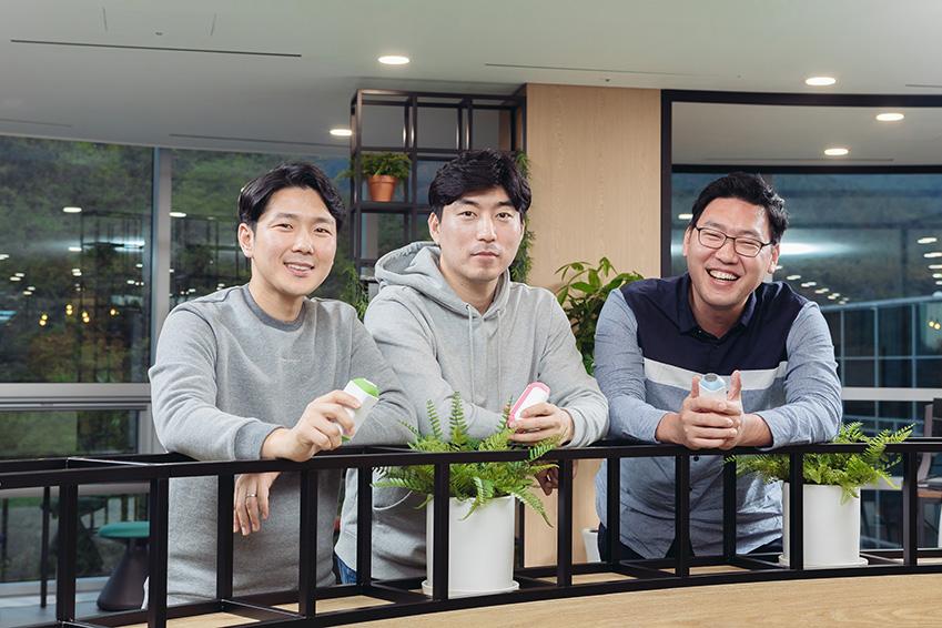 ▲ '블루필'의 이상민 이사, 이강민 이사, 김강남 대표(좌측부터)가 환하게 웃고 있다