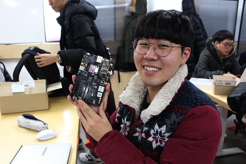 ▲ 아틱 실습 수업에 참여하고 있는 한태웅 학생(숭실대학교 전자정보공학부)