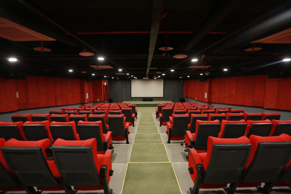 ▲박닌삼성과 타이응우옌삼성 기숙사에 있는 무료 영화관