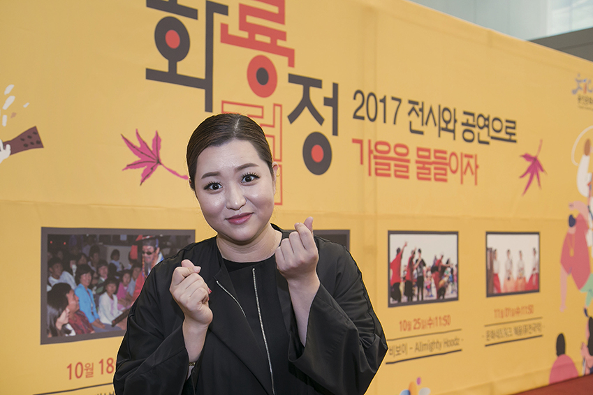 ▲'커피향과 함께 국악 디저트'의 소리꾼, 문화네트워크 '혜윰' 단원 이하영 씨