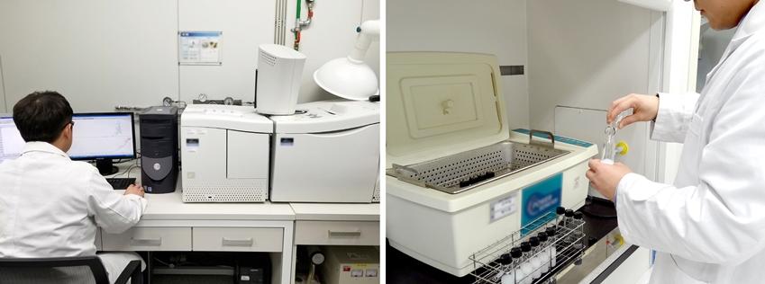 유해물질 분석중인 환경분석 연구실 사진