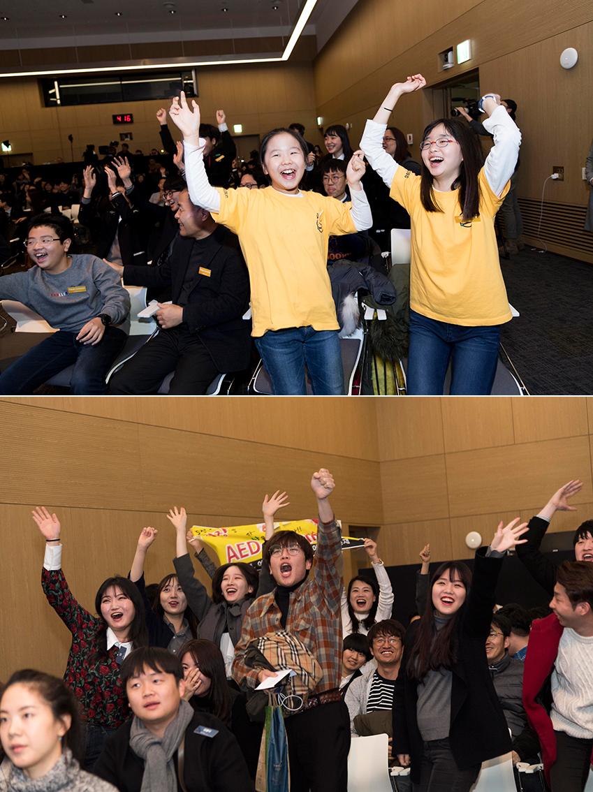 ▲ 퀴즈쇼 정답을 맞추기 위해 손을 높이 들며 '삼성!' 이라고 외치는 참가자들