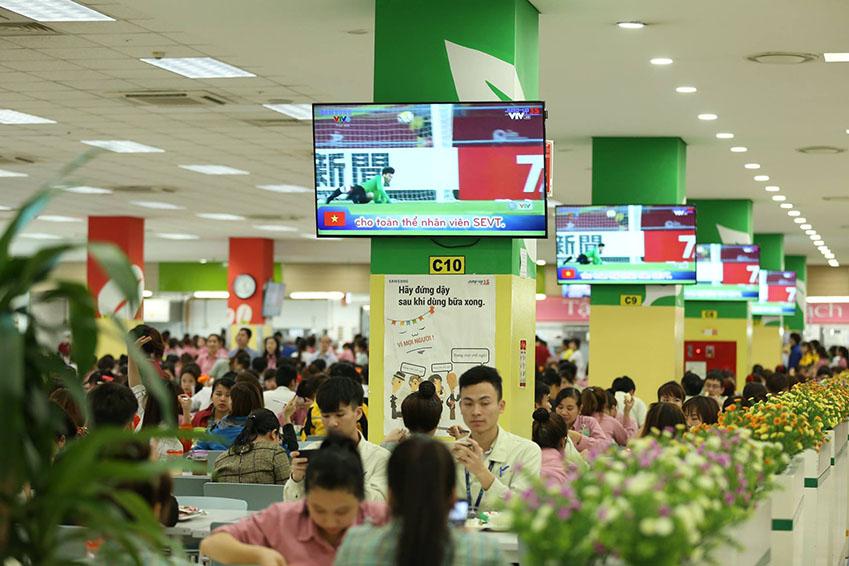 사내식당에 설치된 TV에선 결승전 하이라이트가 방영됐다