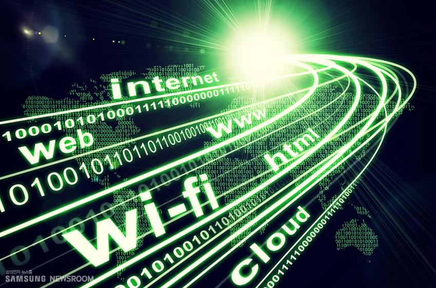 인터넷은 웹과 HTML의 탄생으로 싹을 틔운 후 내비게이터(아, 추억의 그 이름!) 브라우저가 등장하며 폭발적으로 성장하게 된다. 단순한 표준 몇 가지만 따르면 누구나 사이버 세상으로 정보를 흘려보낼 수 있고 브라우저를 활용, 정보의 바다를 맘껏 항해할 수 있는 세상이 인터넷이었다. 불과 30년 전, 그러니까 1990년대 초반만 해도 용인하기는커녕 상상할 수조차 없는 개념이었다.