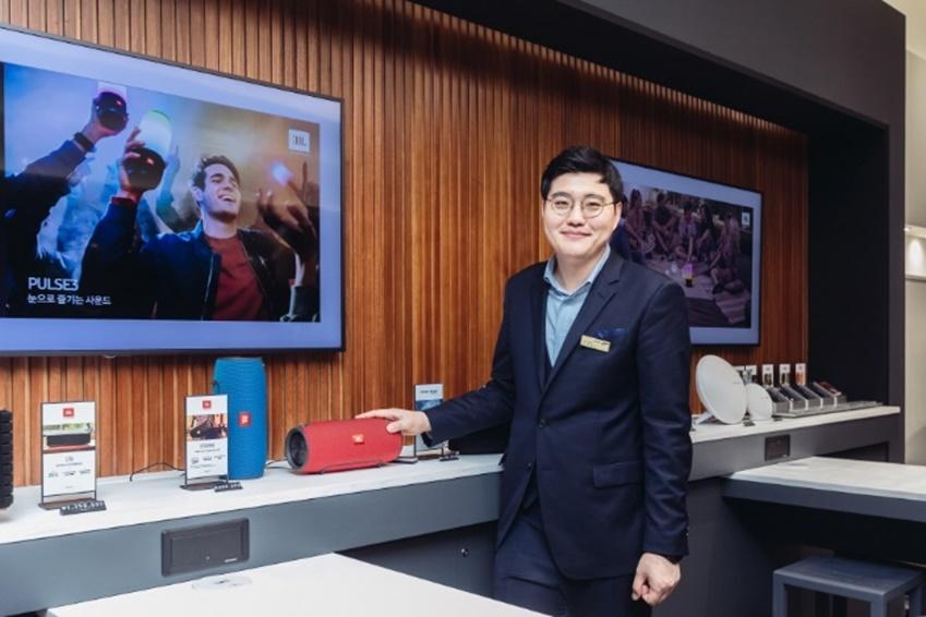 하만 스튜디오 김동각 매니저의 모습