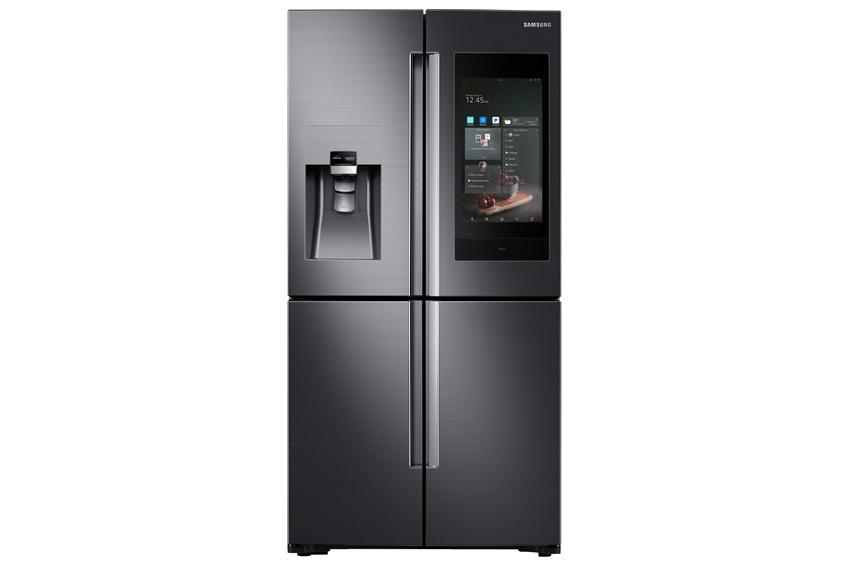 삼성전자가 CES서 처음 공개한 2018년형 패밀리허브 냉장고 제품이미지