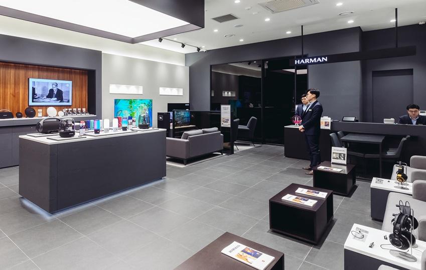 ▲ 새롭게 선보이는 하만 스튜디오는 스타필드 하남 쇼핑몰 2층에 자리하고 있다. 하만 스튜디오는 '컨슈머 존'과 '청음실'로 나뉘어 소비자의 니즈에 맞게 사운드를 경험해 볼 수 있다