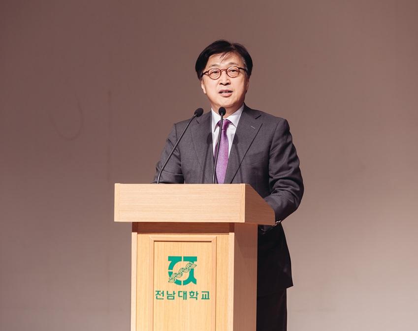 삼성사회봉사단의 이인용 단장