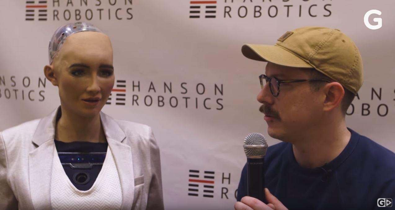 ▲ 웹사이트 '기즈모도'가 공개한 편집인 '아담 클라크 에스테즈'와 로봇 '소피아'의 대화 모습 (출처: 기즈모도가 동영상 사이트 유투브에 공개한 영상)