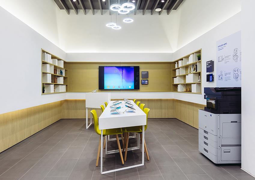 ▲2층에 위치한 공간 '배움(LEARN)'에선 스마트 보드, 태블릿 PC 등을 활용한 역동적 수업이 이뤄진다
