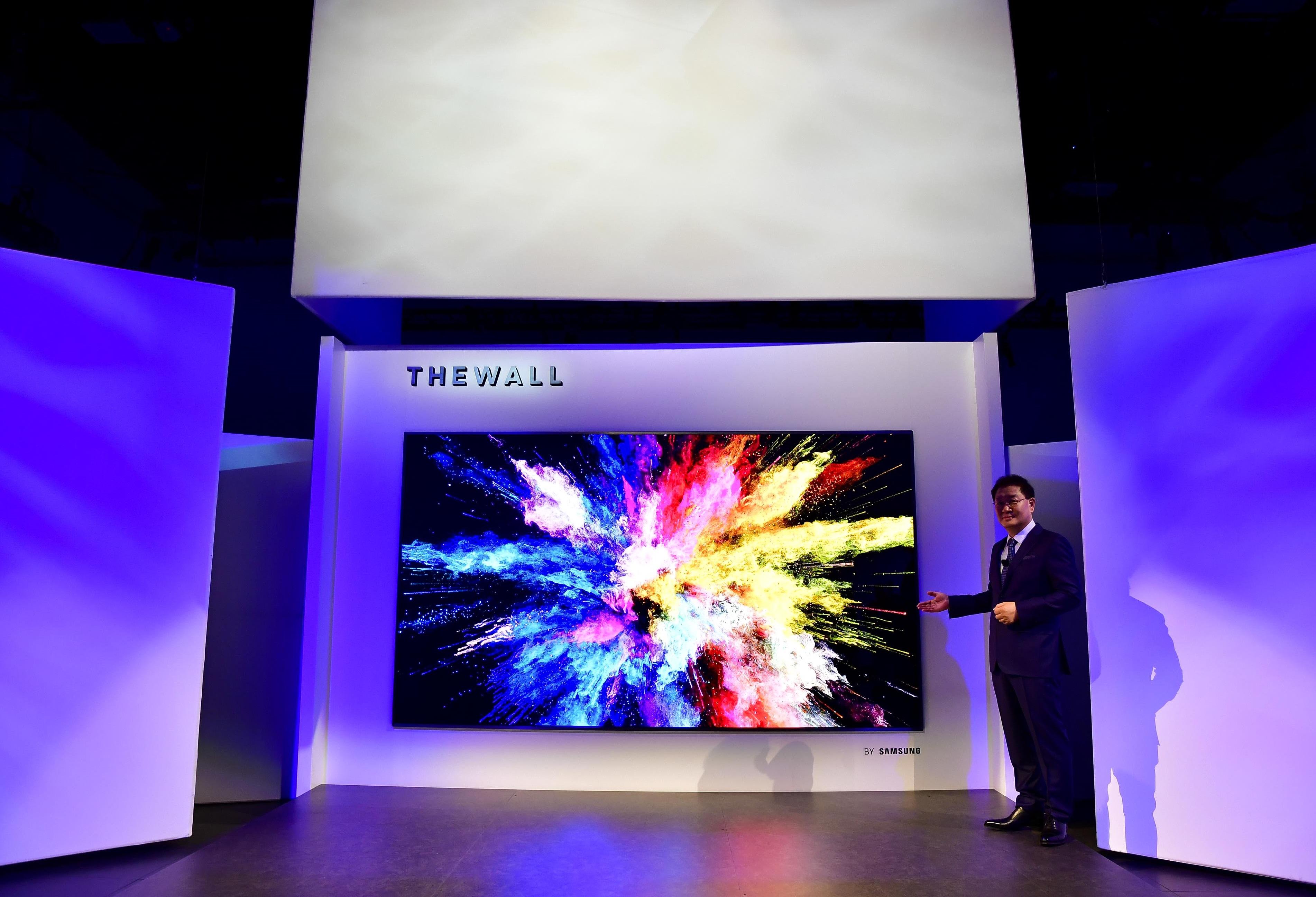 ▲지난 해, QLED를 선보여 글로벌 TV시장을 이끌었던 삼성전자의 신제품  '더 월(The  Wall)'이 미디어 관계자들의 뜨거운 관심 속에 베일을 벗었다