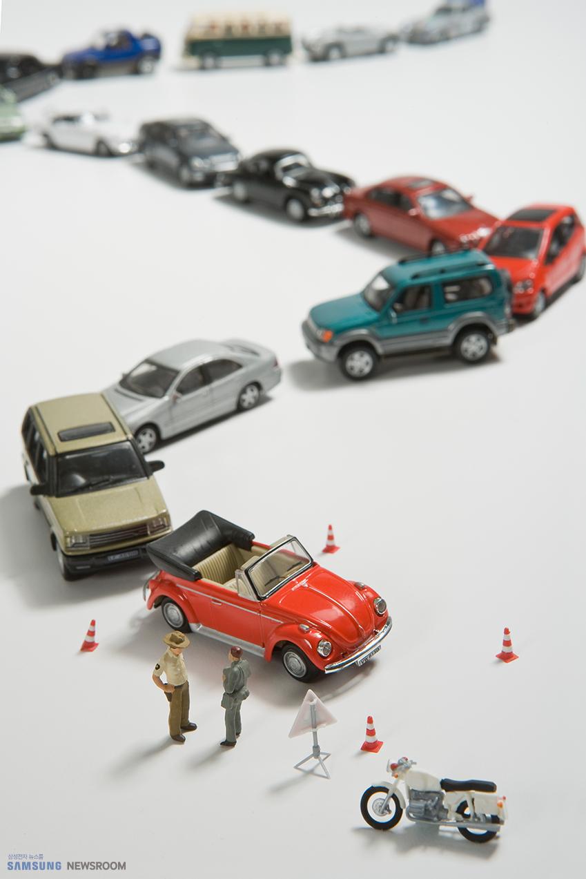 목적지에 빨리 도착하려면 가장 짧은 도로가 아니라 가장 안 막히는 도로로 가야 한다