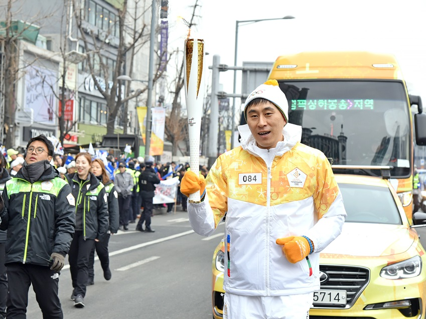 성화봉송 /삼성전자와 함께해서 더욱 특별하고 안전하게 진행된 2018 평창 동계올림픽 성화봉송, 그 타오르는 불꽃처럼 모두를 빛나게 하는 성공적인 동계올림픽이 되길 응원한다.