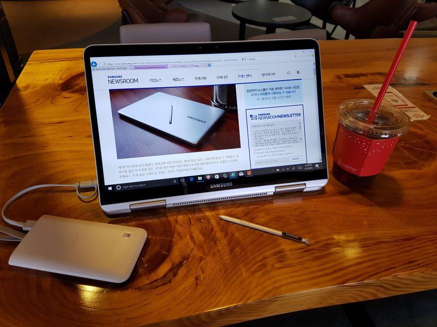 카페에서 공부하는 모습