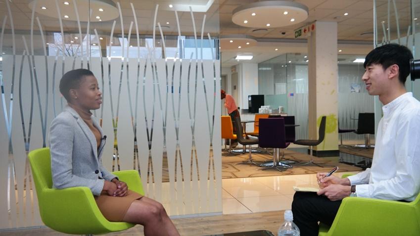 ▲삼성전자 남아공법인에서 기업 시티즌십 업무를 담당하고 있는 레파 마카토(사진 왼쪽)
