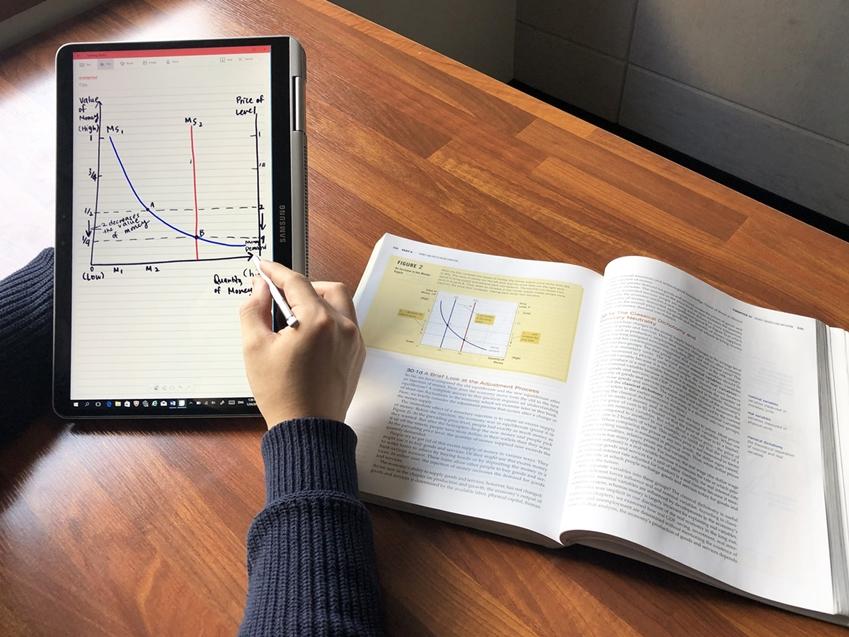 노트북 Pen의 S펜으로 그래프를 쉽게 그리는 모습