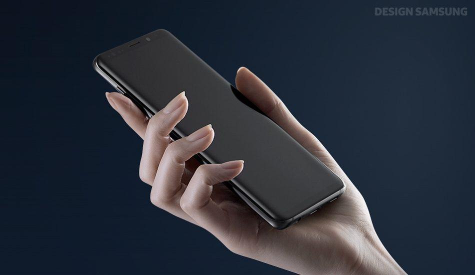 손에 잡히는 제품 측면의 곡면을 자연스럽게 줄여, 손 안에서 더욱 안정적이고 편안하게 쥐는 느낌을 얻을 수 있다.