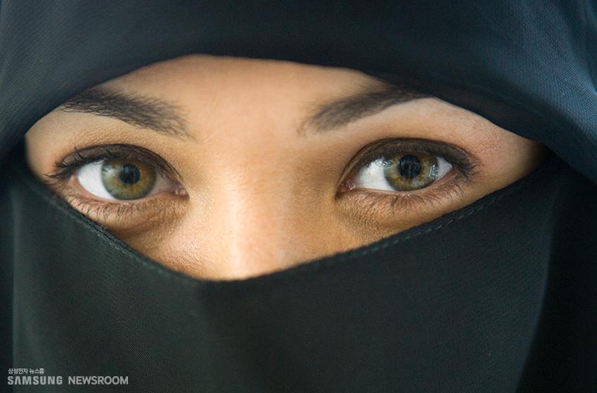 히잡을 쓴 서남아시아 여성