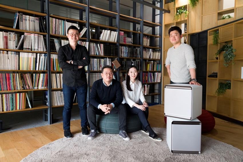 ▲(왼쪽부터)삼성전자 생활가전사업부 디자인팀 김강두 씨, 신영선 씨, 최정아 씨, 엄동혁 씨