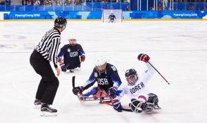 한국 대 미국 파라아이스하키 경기 장면