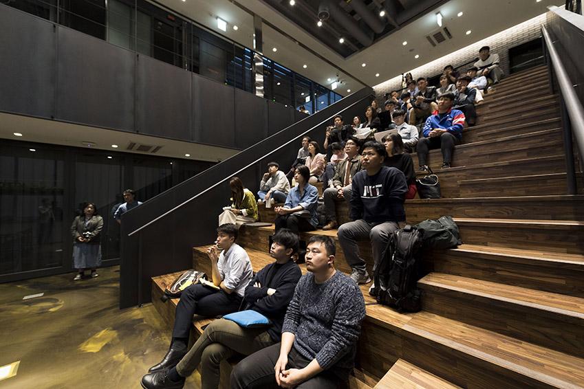 ▲이날 행사엔 약 50개 소셜벤처 팀 종사자들이 참여해 진지한 자세로 운영진의 설명을 들었다