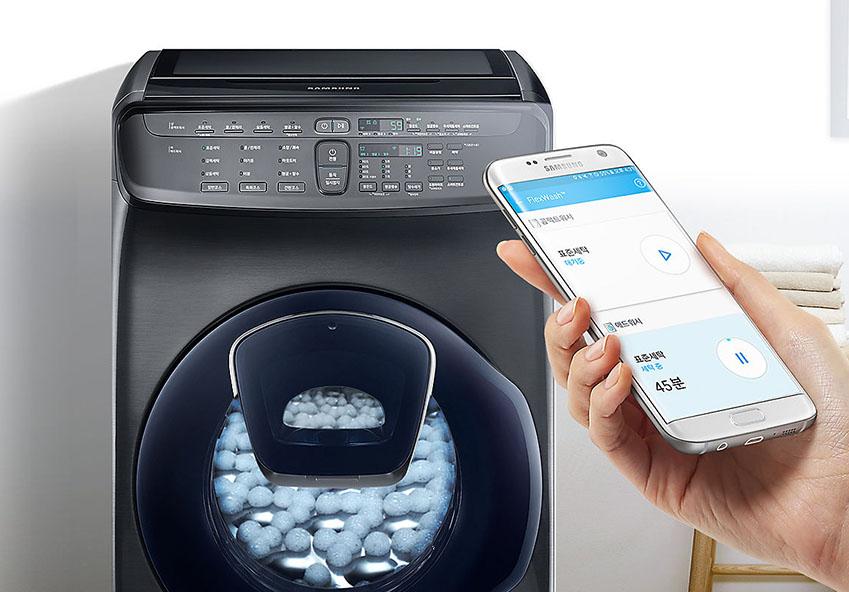 핸드폰으로 삼성 플렉스워시 세탁기를 조정한다