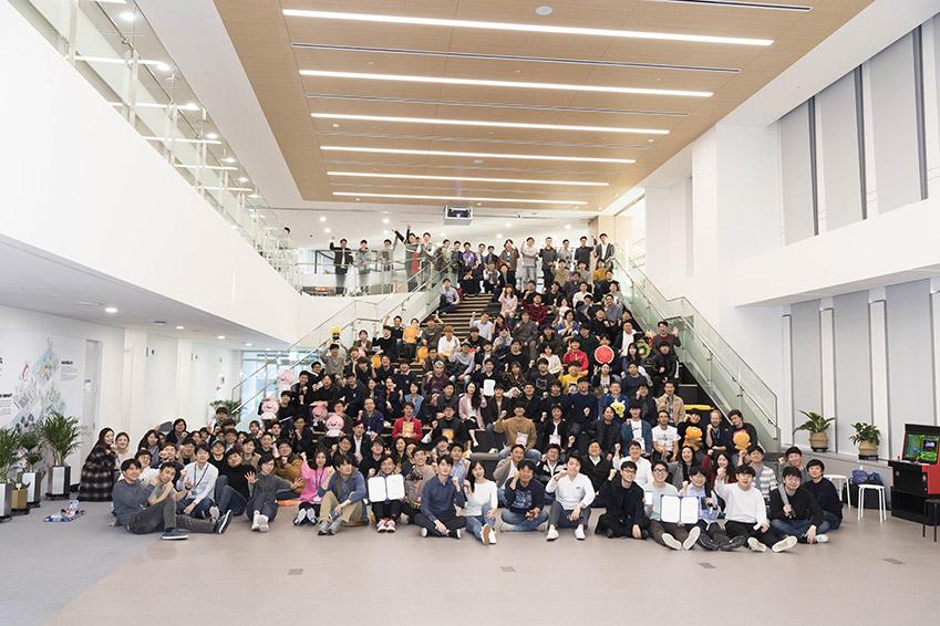 해커톤 참여자들의 단체사진