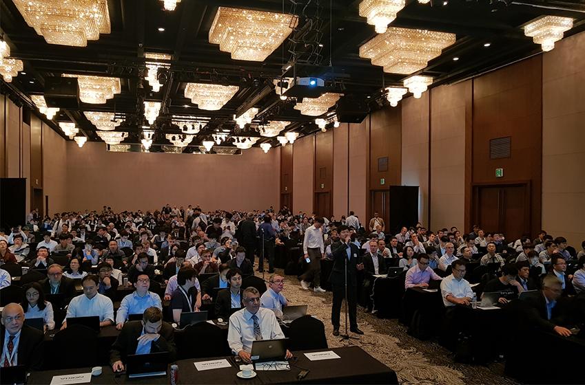 21일 부산 해운대 그랜드호텔에서 열린 3GPP 5G 컨퍼런스의 워킹그룹(RAN1) 회의에서 삼성리서치 표준리서치팀 김윤선 수석(회의장 중앙)이 환영사를 하고 있다. (김윤선 수석 영문: Younsun Kim, Principal Engineer of Standards Research Team, Samsung Research)