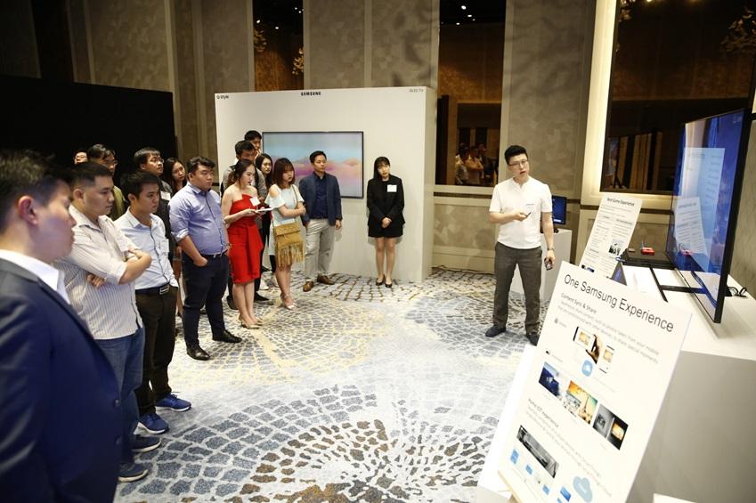 삼성전자가 23일부터 24일까지(현지시간) 베트남 호치민에서 QLED TV의 핵심 기술을 선보이는 '동남아 테크 세미나'를 열었다. 이번 행사에 호주·싱가포르·대만 등 동남아 9개국의 주요 미디어들이 대거 참석해 삼성 QLED TV에 높은 관심을 보였다.