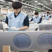 성수기 맞은 삼성전자 '무풍에어컨', 공기청정기 생산 현장