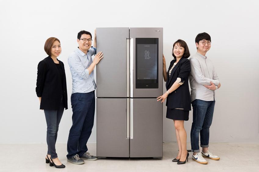 패밀리허브의 UX 개발을 담당한 삼성전자 생활가전사업부 UX혁신파트 (왼쪽부터)윤소영, 홍승우, 임경애, 안현진 씨