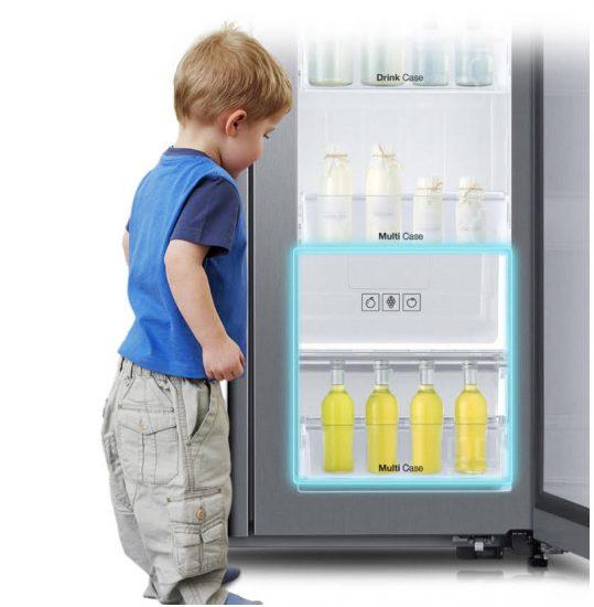 삼성 냉장고 F9000은 어린이 키에 맞춘 '키즈존'을 푸드쇼케이스 하단에 추가했다.