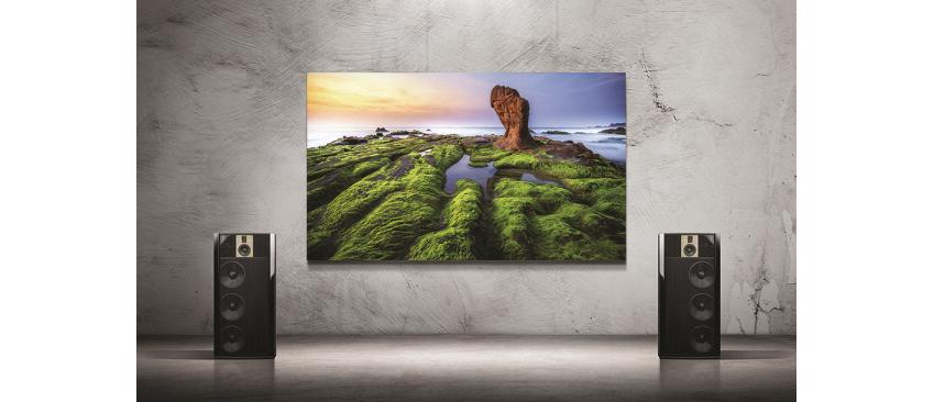 리플렛에 삽입된 삼성의 '더 월 프로페셔널'과 '스타인웨이 링돌프'의 '모델 B' 사운드 시스템이 결합된 최고급 AV 패키지 이미지